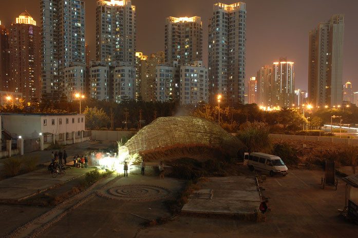 « Bug Dome by WEAK! in Shenzhen Marco Casagrande-Hsieh Ying-chun Roan Ching-yueh » par Movez — Travail personnel. Sous licence Domaine public via Wikimedia Commons - https://commons.wikimedia.org/wiki/File:Bug_Dome_by_WEAK!_in_Shenzhen_Marco_Casagrande-Hs