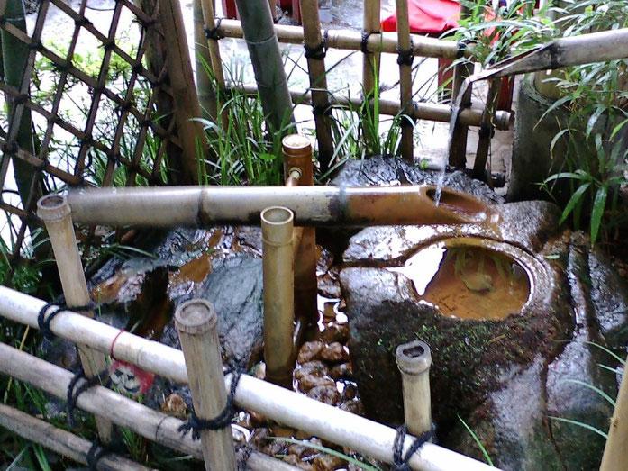 «Shishi-odishi-2» par Namazu-tron — Self Shot. Sous licence CC BY-SA 3.0 via Wikimedia Commons - https://commons.wikimedia.org/wiki/File:Shishi-odishi-2.jpg#/media/File:Shishi-odishi-2.jpg