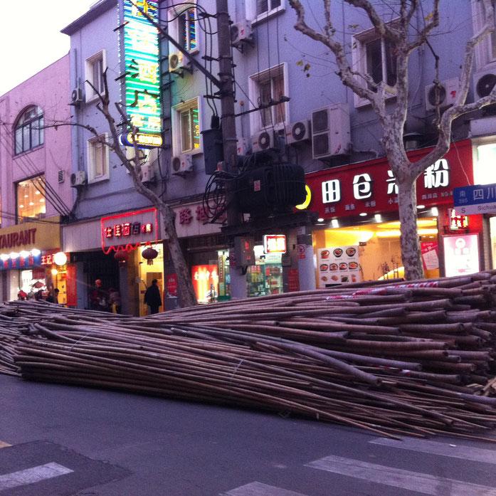 échafaudages en bambou en attente - Christian MANGE