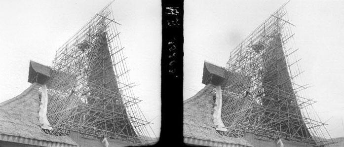 """70NL """"COLLECTIE TROPENMUSEUM 'Bamboe als bouwmateriaal hier gebruikt voor het maken van een dakconstructie' TMnr 10011467"""" by Tropenmuseum, part of the National Museum of World Cultures. Licensed under CC BY-SA 3.0 via Wikimedia Commons - https://commons."""