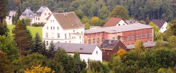 Die ehemalige Strumpffabrik von der Weißbacher Straße aus
