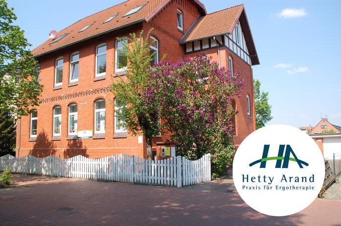 Zu sehen ist das Gebäude der Praxis für Ergotherapie von Hetty Arand im Herzen von Langenhagen.