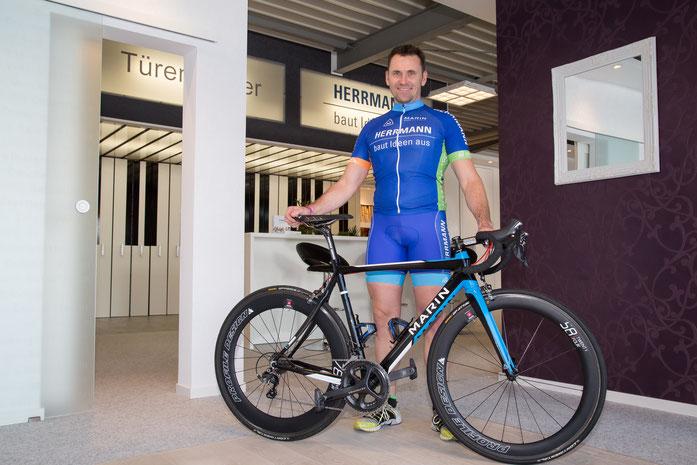 Außer Frage stand von Beginn an, dass Stefan Herrmann auch selbst auf dem Rad sitzen wird und einige Wettkämpfe bestreiten wird. In Berlin wurde er bereits 12. unter ca 1000 Startern beim Garmin Velothon.