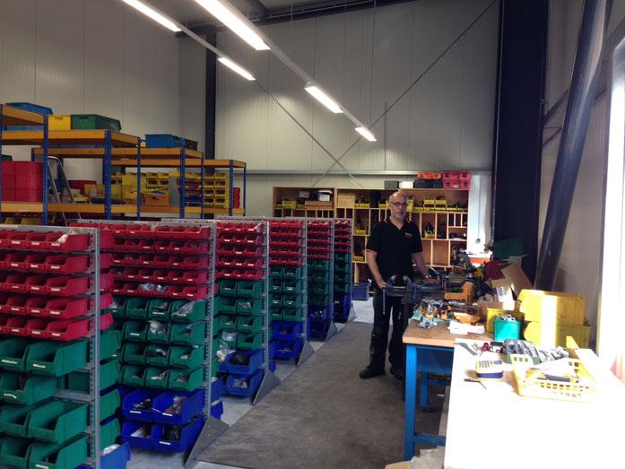 unser Servicetechniker im Werkstattbereich