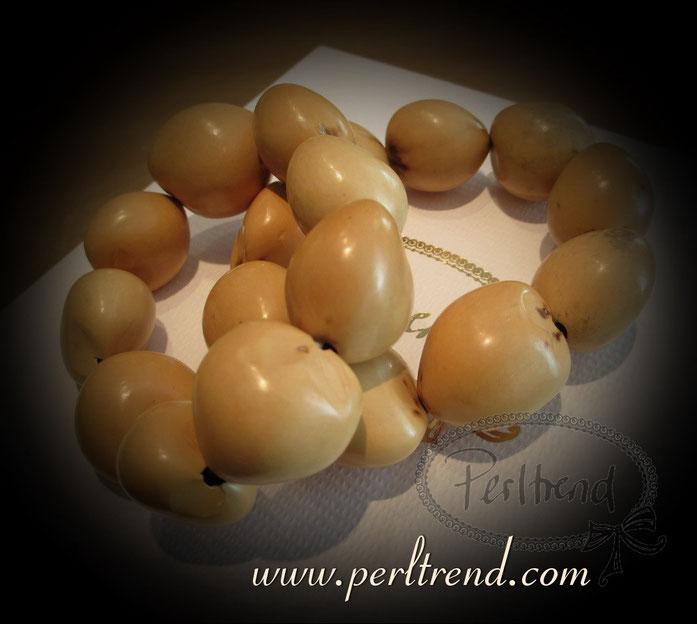 www.perltrend.com Arm Schmuck Nüsse Kukuinüsse Nuss Nuts beige Perltrend Luzern Onlineshop Schweiz