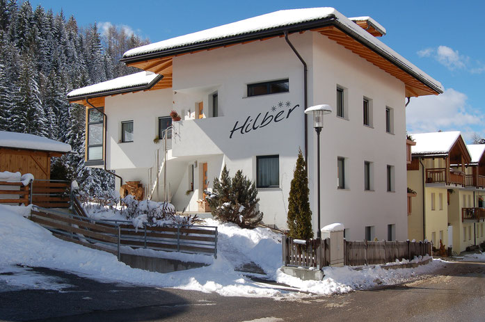 casa Hilber a Funes, appartament, bed and breakfast