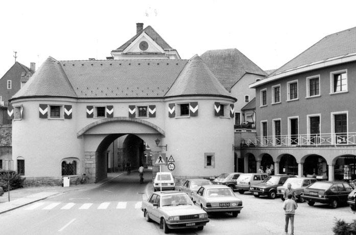 Zwei Jahre später wurde auch das Tor saniert. Beide Gebäude bilden eine harmonische Einheit.