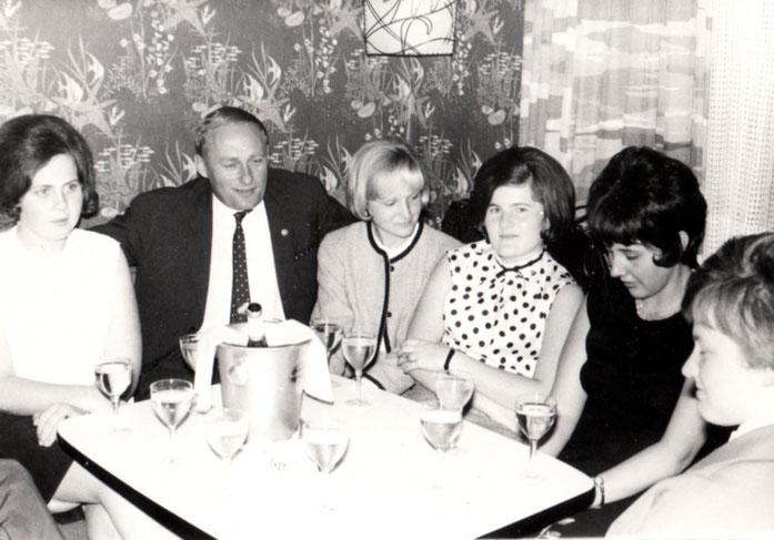 Belegschaftsessen 1965 mit den Firmenlegenden Ricky und Hilde