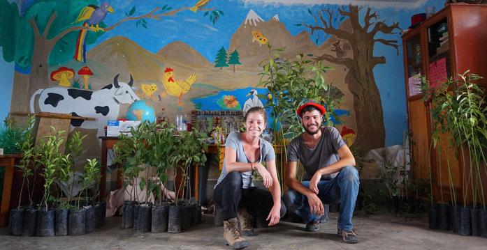 Chloé et Raphael avec des arbres dans l'Atelier des enfants