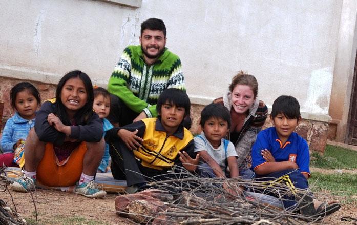 Grâce aux volontaires Chloé et Raphael, l'Atelier des Enfants est régulièrement animé (2015) - (c) Photos Chloé et Raphael