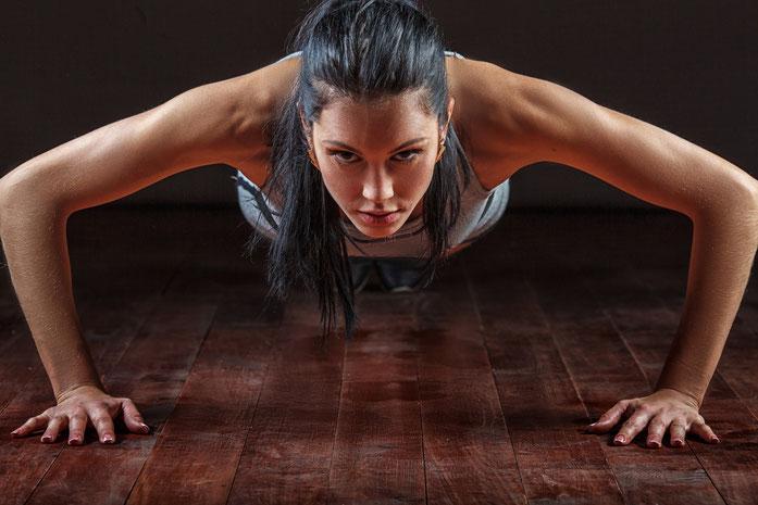 Fitnessmanagement, Fitnessökonomie und Prävention: der berufsbegleitende, duale bachelorstudiengang Fitness- und Präventionsmanagement bietet spannende Inhalte und tolle perspektiven nach dem Studium.