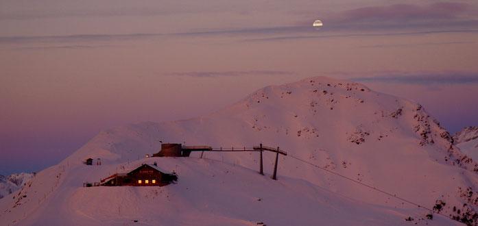Abendstimmung auf dem Gipfel der Genüsse - Sonnklarkütte im Skigebiet Speikboden im Ahrntal
