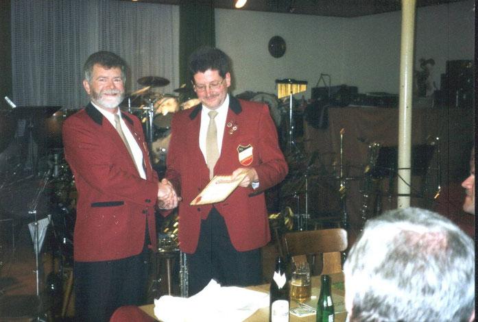 1998 - Edgar Birringer wird zum Ehrenvorsitzenden ernnant.