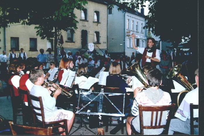 1995 - Jugendorchester unter der Leitung von Melanie Burg