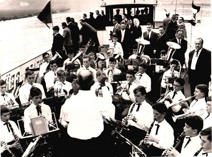 1965 - Unser Jugendorchester begleitet Bundeskanzler Ludwig Erhard auf seiner Schiffsreise von Trier nach Bernkastel