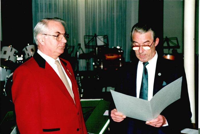1993 - Verleihung der Verdienstmedaille des Landesmusikverbandes Rheinland-Pfalz an Herbert Thein