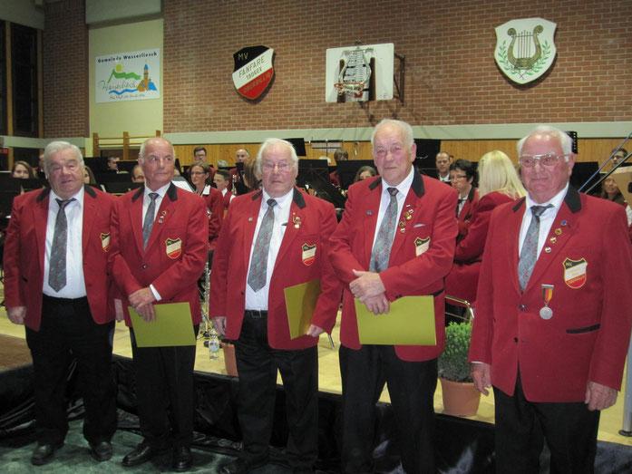 2014 - Ehrungen für Friedbert Berens, Willi Thein, Manfred Burg, Peter Brück, Herbert Thein (v.l.)