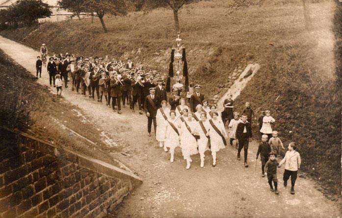 1926 - Stiftungsfest. Der Schellenbaum wird erstmals präsentiert