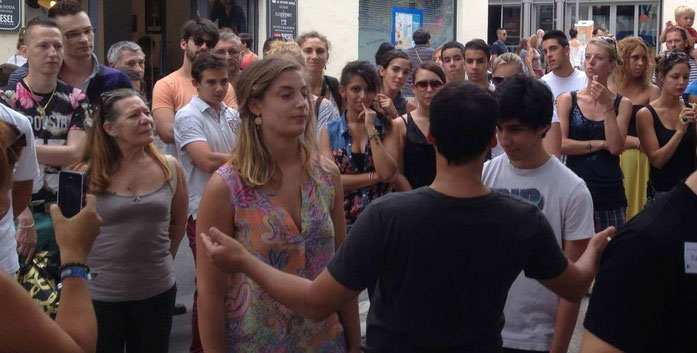 Hypnose urbaine (de rue) avec Fred hypnose à Montpellier
