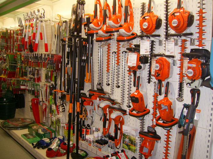 Eine große Auswahl hochwertiger Gartengeräte und Werkzeuge erwartet Sie in unserer Ausstellung.