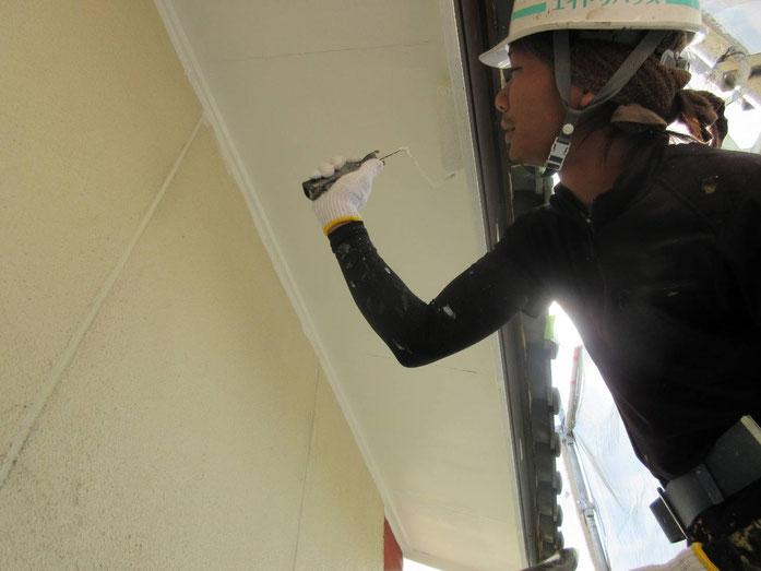 養老町、大垣市、平田町、南濃町、海津町、上石津町、輪之内町で外壁塗装工事中の外壁塗装工事専門店。養老町船附で外壁塗装工事/付帯の塗装作業中