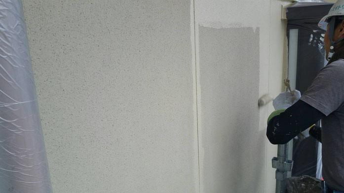 養老町、大垣市、平田町、南濃町、海津町、上石津町、輪之内町で外壁防水塗装工事中の外壁塗装工事専門店。養老町石畑で外壁防水塗装工事/中塗り塗装作業中