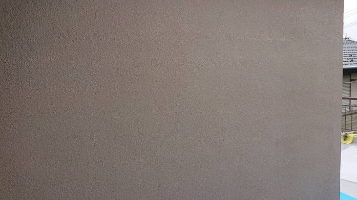 養老町、大垣市、平田町、南濃町、海津町、上石津町、輪之内町で外壁塗装工事中の外壁塗装工事専門店。養老町大巻で外壁塗装工事/外壁の下塗り作業中