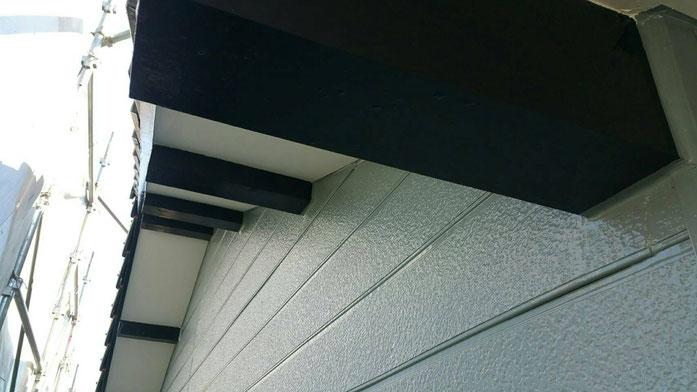 養老町、大垣市、平田町、南濃町、海津町、上石津町、輪之内町で外壁防水塗装工事中の外壁塗装工事専門店。養老町西小倉で外壁防水塗装工事/付帯の塗装作業中