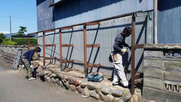 海津市平田町 外壁板金 外壁板金張り替えのための解体作業中 外壁板金専門店エイトリハウス