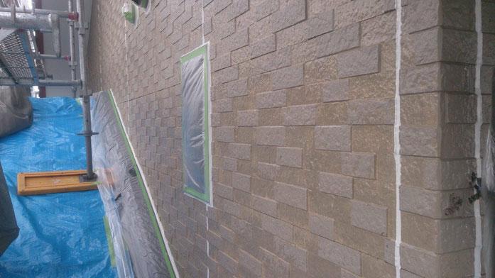 養老町、大垣市、平田町、南濃町、海津町、上石津町、輪之内町で外壁塗装工事中の外壁塗装工事専門店。養老町栗笠で外壁塗装工事/下塗り作業中