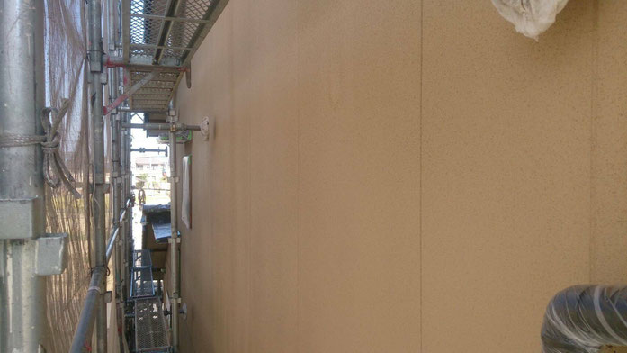 大垣市、養老町、上石津町、輪之内町、安八町、神戸町、垂井町、瑞穂市、池田町で外壁塗装工事中の外壁塗装工事専門店。大垣市で外壁塗装工事/下塗り作業中