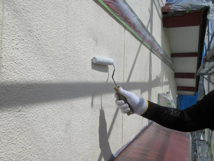 養老町、大垣市、平田町、南濃町、海津町、上石津町、輪之内町で外壁塗装工事中の外壁塗装工事専門店。養老町船附で外壁塗装工事/下塗り作業中