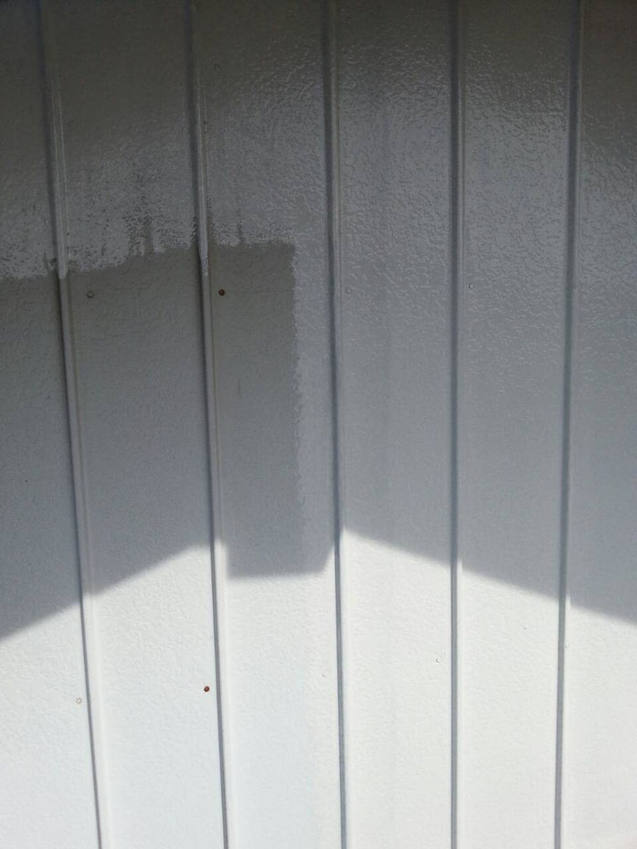 大垣市、養老町、上石津町、輪之内町、安八町、神戸町、垂井町、瑞穂市、池田町で外壁塗装活動中の養老町の外壁塗装専門店。大垣市西之川町で外壁塗装/外壁トタンのケレン・サビ止め下塗り塗装作業中