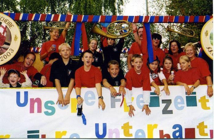 Festwagen beim Jubiläumsfest 2003