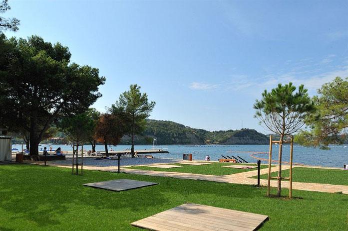 Izola, spiaggia di prato in zona Delphin hotel)