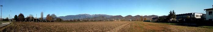 Vista da sud delle colline asolane e sulla destra l'azienda Carpenteria Callegari