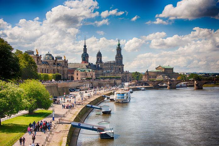 Die Elbe und die Brühlsche Terrasse mit der Semperoper im Hintergrund, Kurtz Detektei Dresden