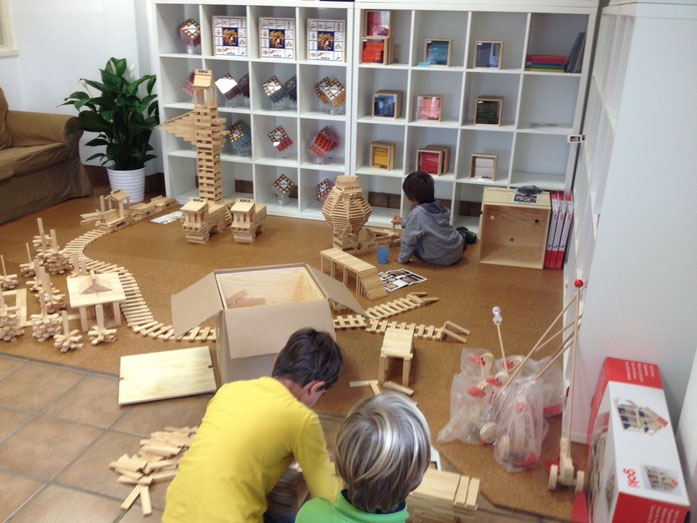 Kinder bauen mit Kapla
