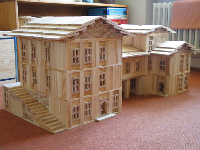 Hausbau mit KAPLA Holzspielzeug