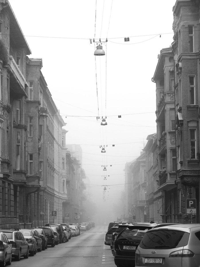 Fußweg zum Hauptbahnhof am Morgen