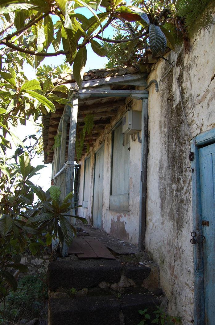 Casa anexa al molino en estado lamentable.