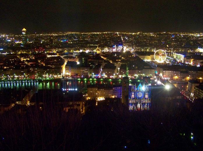 Panorama de Lyon depuis Fourvière, une nuit de la Fête des Lumières de 2008.