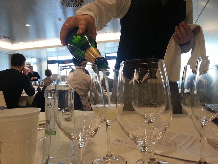 cours d'oenologie : dégustation de champagne