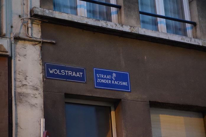 Wie wir erst später gelesen haben auch in Antwerpen leider nicht alltäglich: Straßen ohne Rassismus.