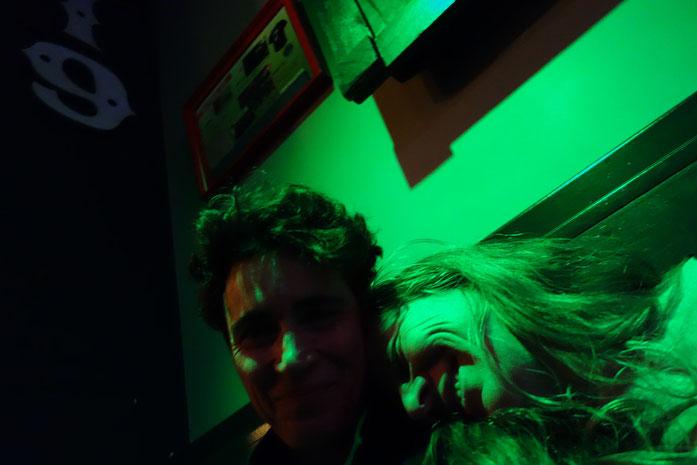 Ich im Glück! Danach noch ein kurzer Absacker in einer Bar mit Live-DJ bei uns um die Ecke.