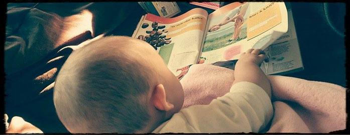 Alleine Zeitung lesen ist nicht mehr, aber wenn das Baby blättern darf, komme ich auch dazu ...