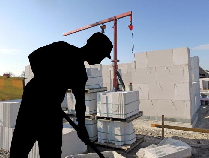 Schwarze Arbeiterfigur eingefügt vor Baustelle; Schwarzarbeit Kurtz Detektei Hamburg