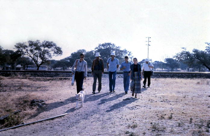 1975 : Meherabad, India ( L-R ) Felix Schmidt, Bill LePage, Steve, Peter Milne, Liz Gaskin & Michael Kryhkovski - Photo taken by Anthony Zois