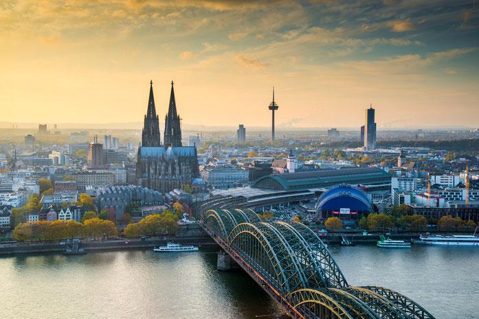 Kurtz Detektei Köln, Blick auf den Kölner Dom und die Hohenzollernbrücke