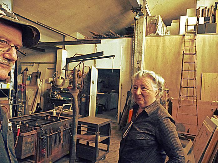 Pedro Meier und Janine Wiggli im Atelier – Fondation Oscar et Janine Wiggli – ARGOL Records - IROISE – Muriaux bei Saignelégier Jura – Photo 2010 – »Selfie-Art-Project« © Pedro Meier Multimedia Artist / ProLitteris, Gerhard Meier Niederbipp – Bangkok no.5